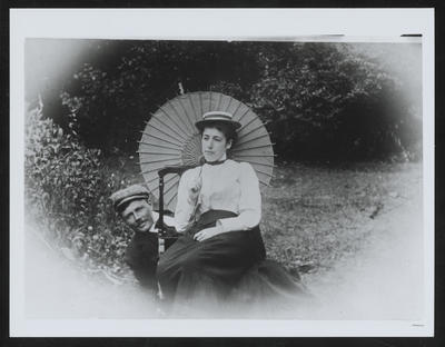 RC2015/4/7/16; W H Field and Frances [Hodgkins] (with Sunshade)
