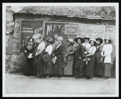 Frances Hodgkins (third from right) and Members of her Class, St Valéry-sur-Somme