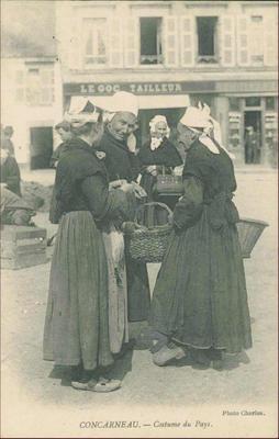 Postcard of Concarneau - Costume du Pays